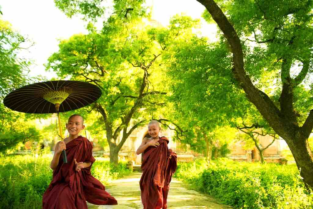 Top 10 Friendliest Countries on Earth - Easy Planet Travel