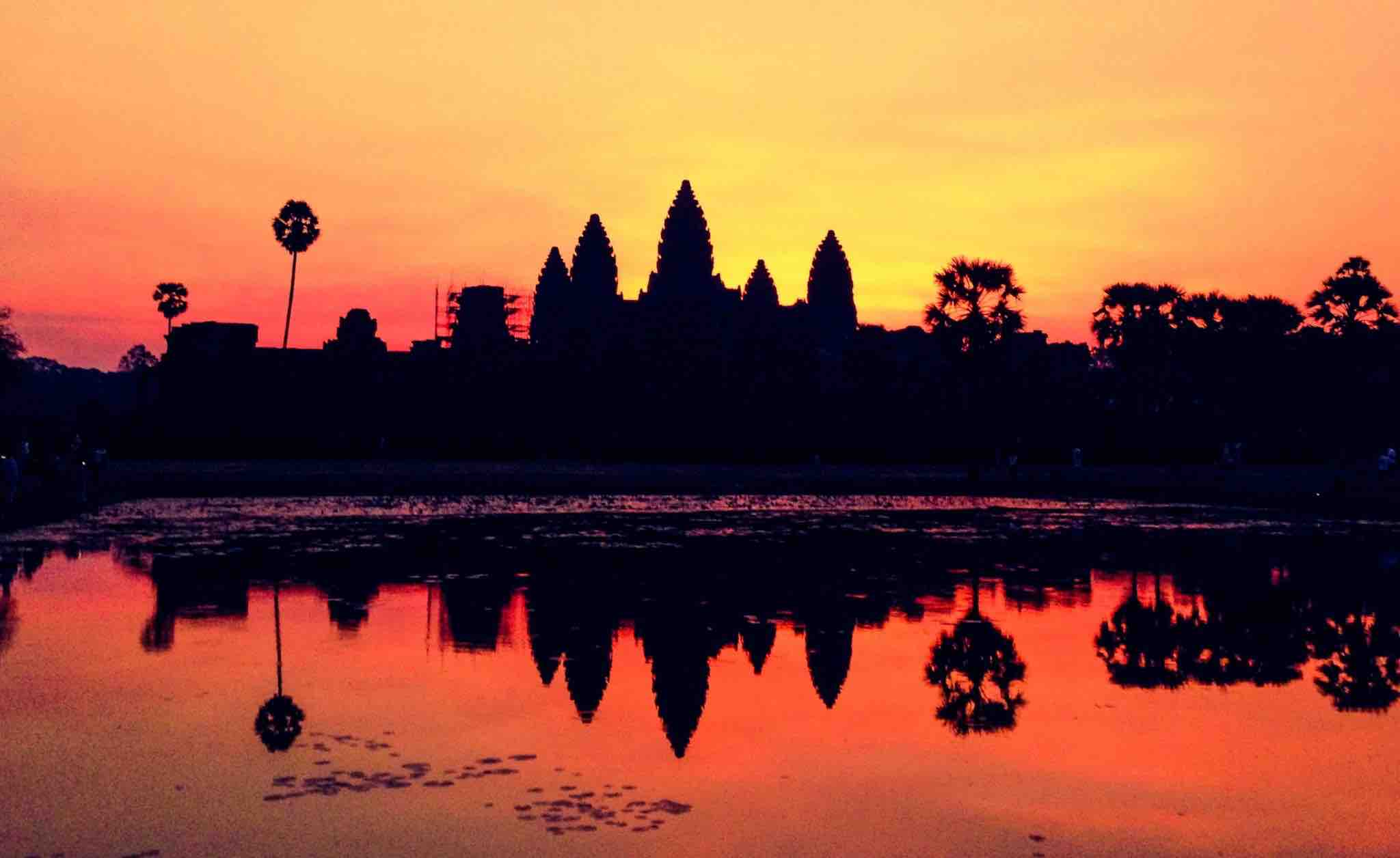 angkor wat sunrise siem reap cambodia