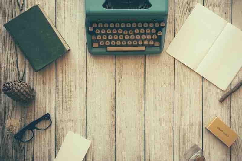 office-desk-typewriter-blog