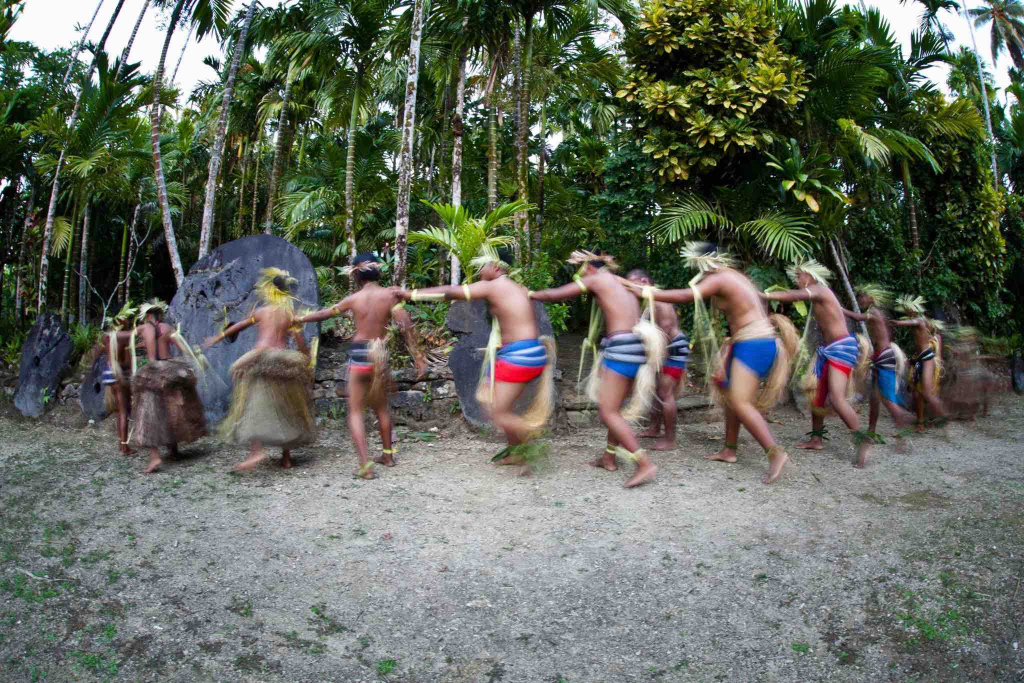 micronesia_villagers-perform-traditional-dances-in-front-of-a-stone-money-bank-in-yap