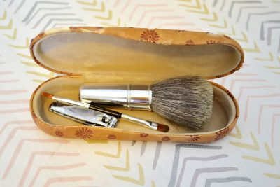 How to pack a suitcase: brushes
