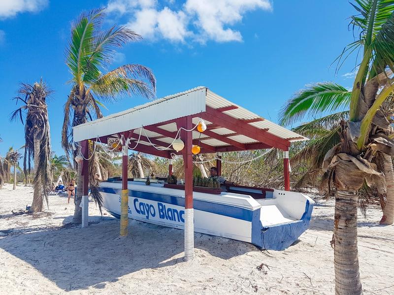 A bar on the beach... Viva Cayo Blanco!