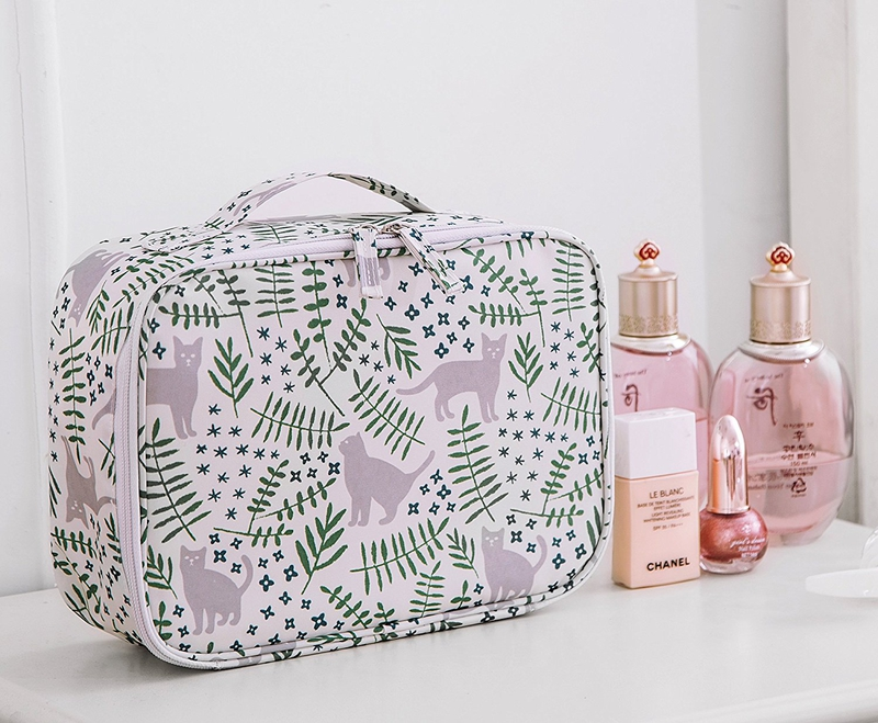 Best travel gift ideas: Cat travel cosmetic case